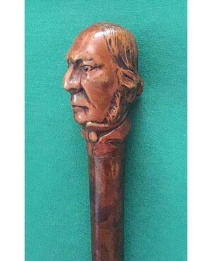 Bastone da passeggio con pomolo in legno di bosso raffigurante testa maschile,canna in legno di albero da frutto.