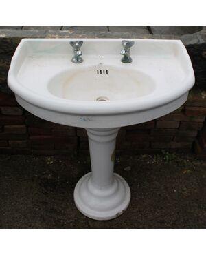Antico lavandino da bagno in ceramica di recupero
