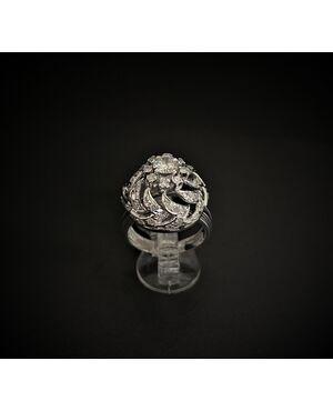Anello  traforato  in  Platino  con  Diamante  centrale  da  0.45  ct