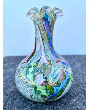 Vasetto in vetro pesante sommerso con inclusioni a murrine,filigrana e ossidi metallici.Dino Martens per A.v.e.m Murano.