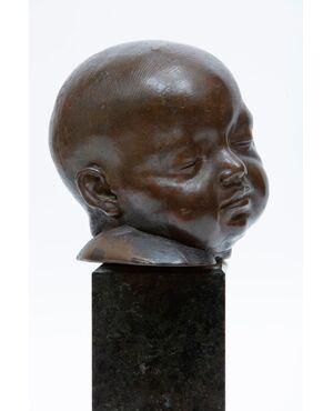 Scultura in bronzo con volto busto di bimbo