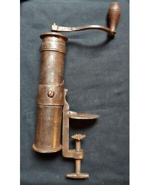 Macina pepe in ferro forgiato XVIII secolo