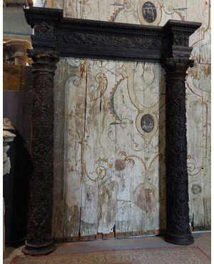 pan305 - portale in legno di noce, epoca '500, cm l 290 x h 355