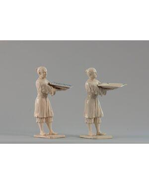 Bassano, (Seconda meta' XVIII Secolo), Figure orientali porta biglietti da visita in porcellana grezza