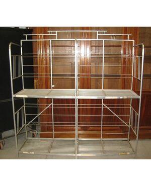 Etagere portapane a ripiani di modernariato, in metallo di alluminio. Cod. 0535