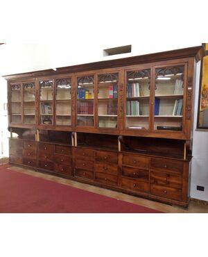 Coppia di mobili da farmacia con vetri e cassetti metà 800