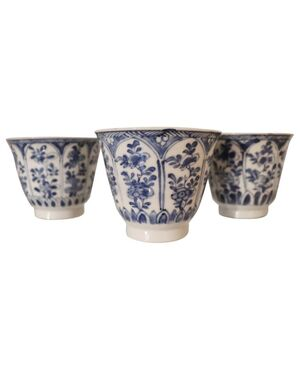 Tre tazze da collezione in ceramica decorate a toni blu Cina Secolo XIX euro 600 trattabili