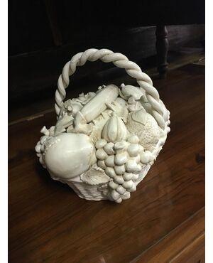 Antico cestino di frutta in ceramica