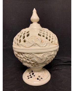Antica coppa traforata in ceramica