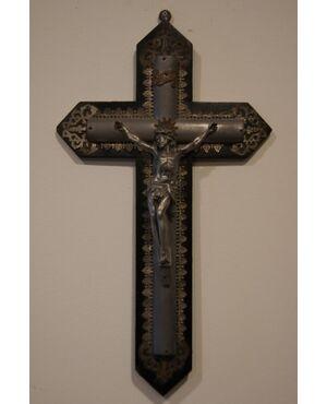Antico crocifisso italiano in metallo