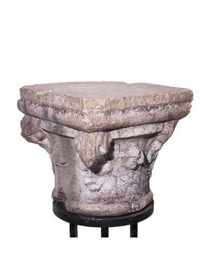 Capitello in pietra Botticino, Veneto, sec. XV