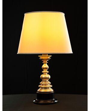 Lampada in legno tornito