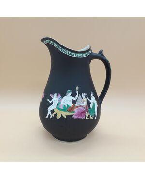 Brocca ceramica decorata con scene mitologia classica, Meir & son