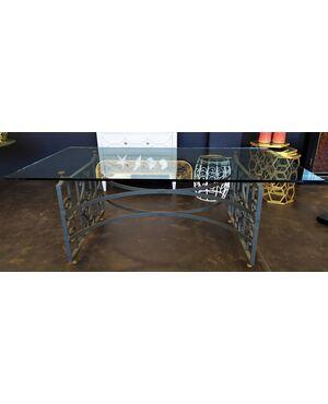 Grande tavolo in ferro battuto, ottone e cristallo