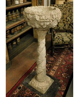 dars415 - acquasantiera in pietra, Luigi XIII, cm l 50 x h 137 x p. 50