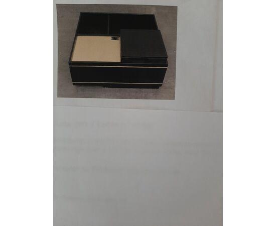 Mobile bar a tavolo in legno verniciato in nero con inserti in ottone. Frigorifero funzionante.  cm 85 x85 x 41